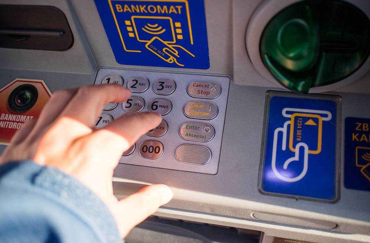 Jak wypłacić pieniądze z bankomatu w Turcji
