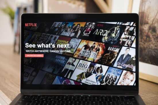Jak zobaczyć więcej filmów i seriali na Netflix?