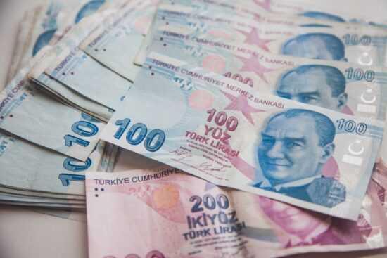 Czy warto kupić liry tureckie w Polsce?